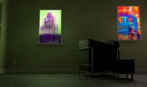Zwei LED Panel Bilder an einer Wand mit verschiedenen Motiven