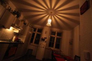 Designer-Hängeleuchte-de.taillie in einer Küche