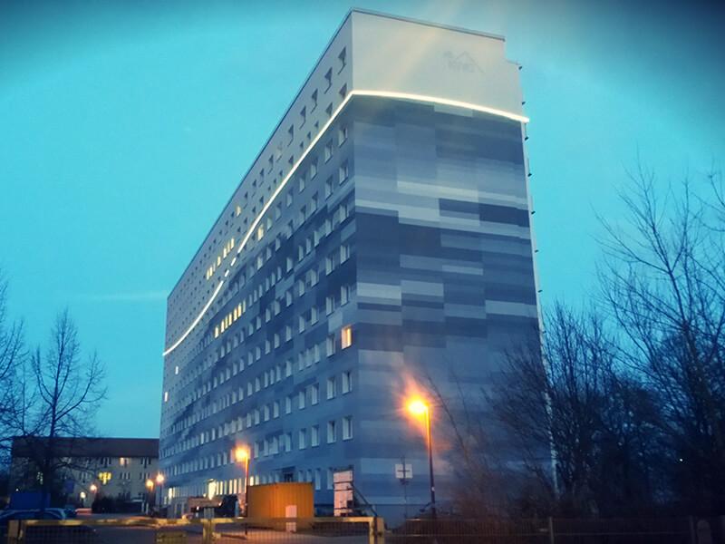Designer-Aussenbeleuchtung eines Hochhaus