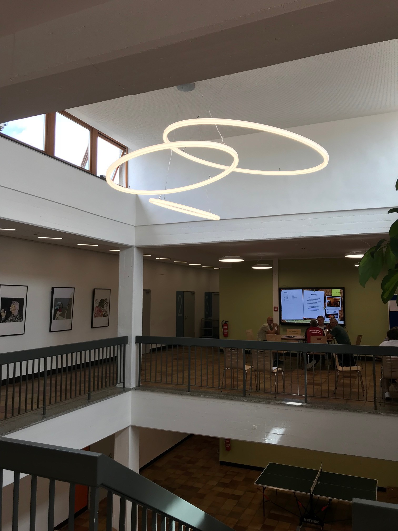 LED Kronleuchter TheO im Bonhoeffer Haus Bernau