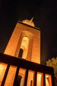 Bismarckturm Burg bei Nacht angestrahlt und beleuchtet