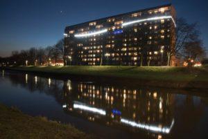 Pressebeitrag-Design-mit-Funktion-Außenbeleuchtung Hochhaus Senftenberger See