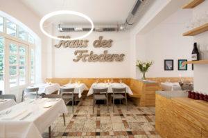 TheO-im restaurant-ross-02_raum_hinten