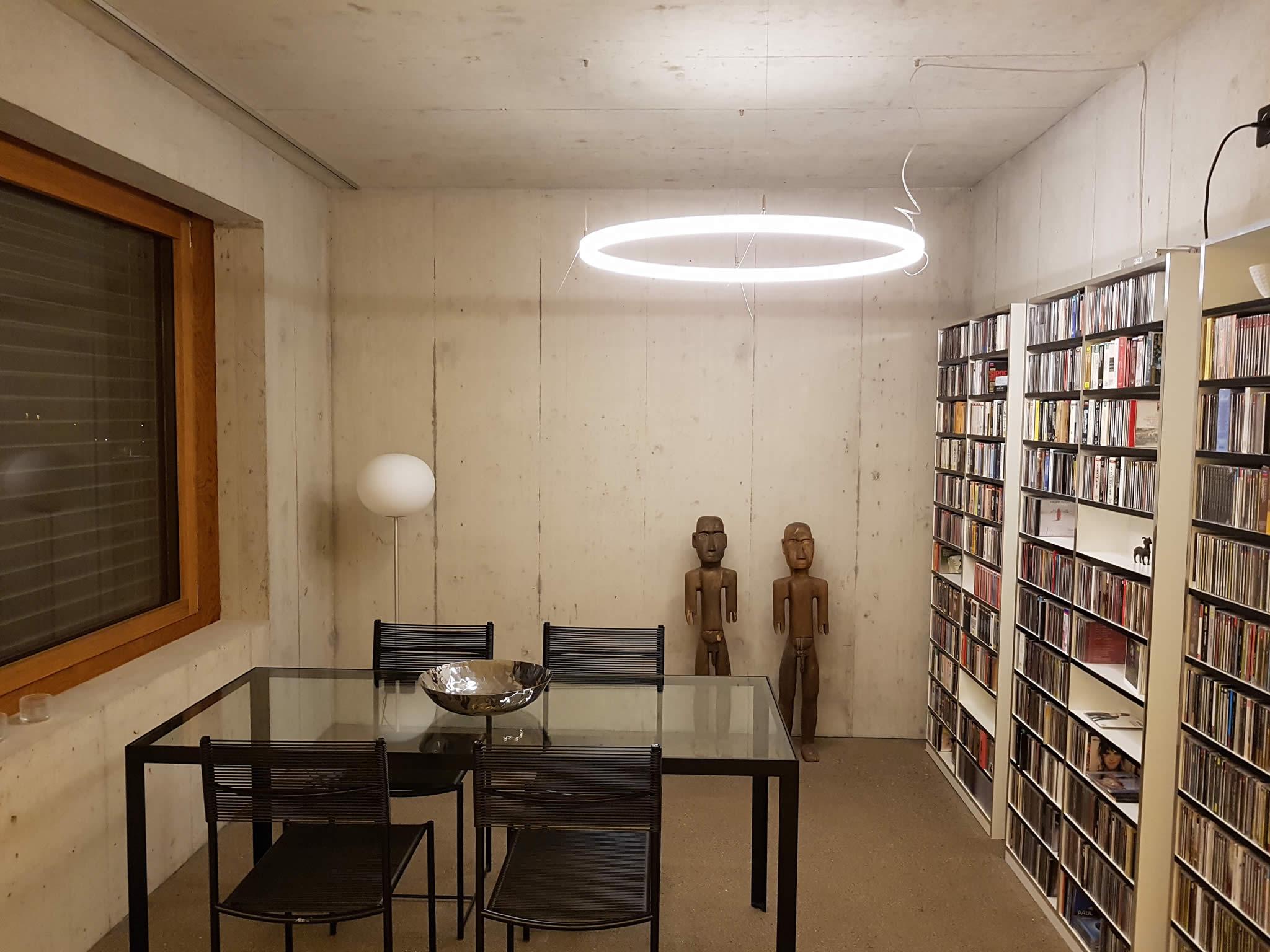 LED Designer Lampe TheO in einem privaten Kunstraum im Kanton Solothurn/Schweiz.