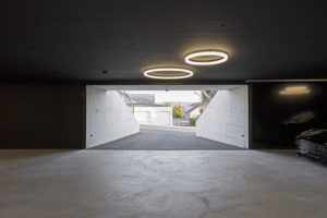 Zwei LED-Ringleuchten TheO von Lichtdesigner Stefan Restemeier als Beleuchtung für eine Tiefgarage in Zürich