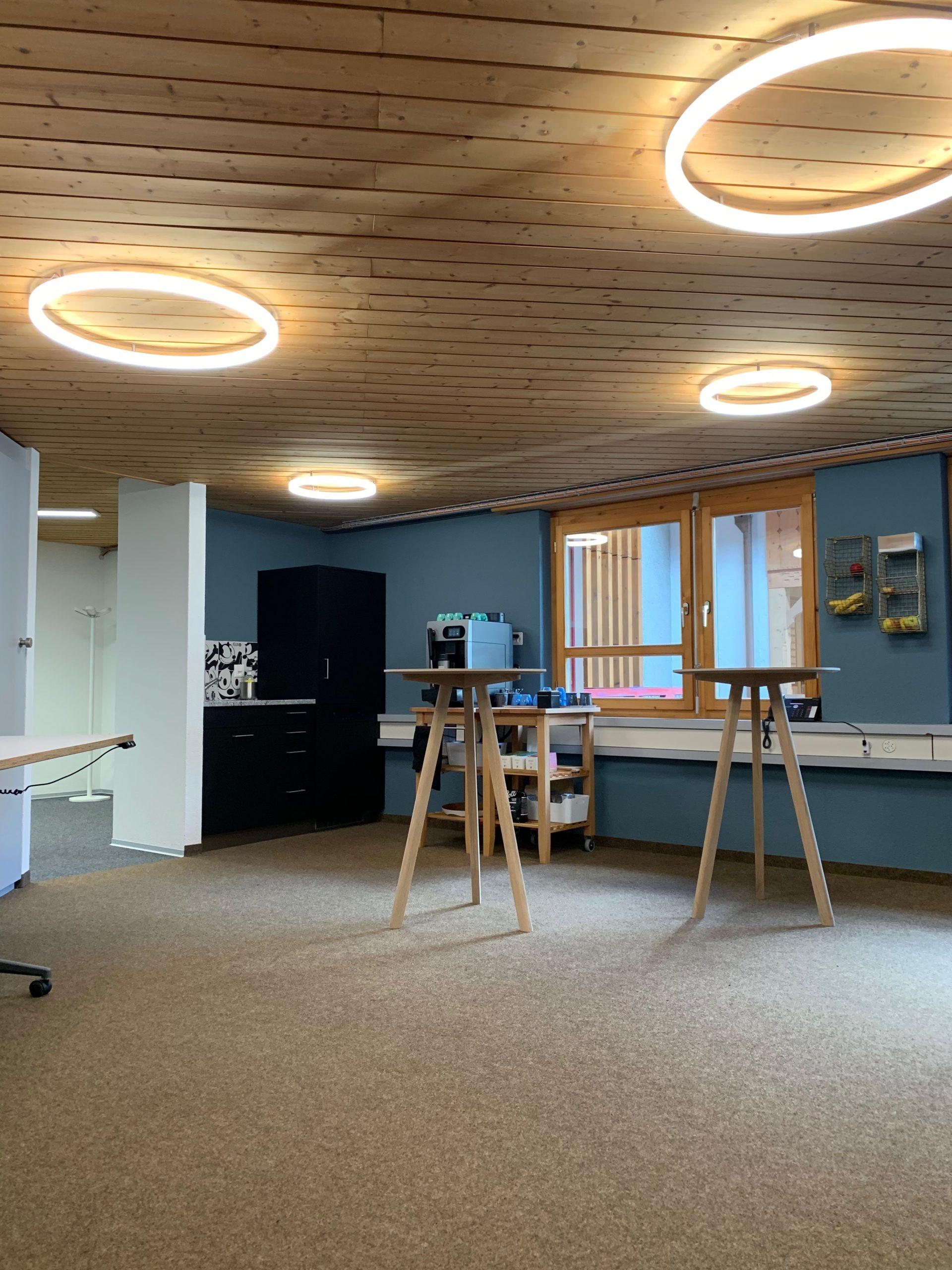 LED Ringleuchte TheO Flotron AG Aufenthaltsraum