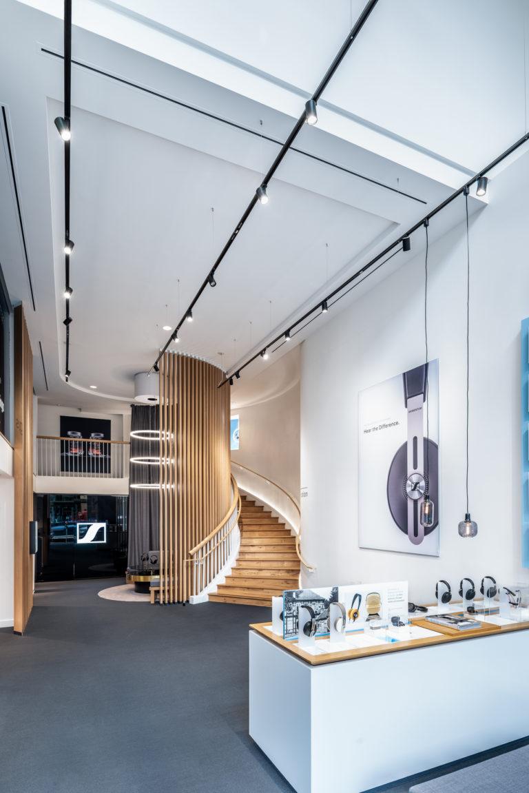 Sennheiser-Shop-mit-Ringleuchte-TheO